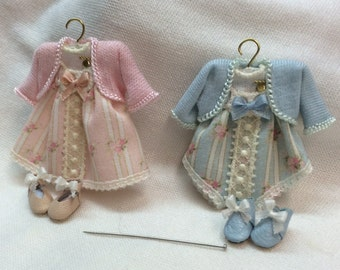Set handmade baby clothes and shoes