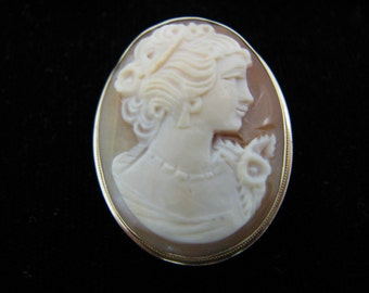 Wonderful Vintage Carved Cameo Convertible Brooch/ Pendant in 14k Yellow Gold