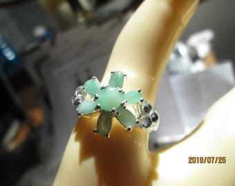 Vintage Stunning Flower 1.82ctw Genuine Emerald Cluster w/six accent rhinestones Milgrain Silver Ring Size 7.5, Wt. 5 Grams