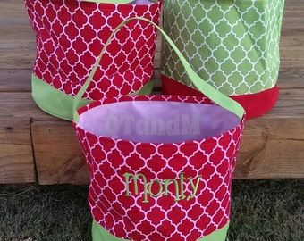 Quatrefoil Christmas Buckets in Red or Green