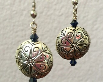 Dangle earring with Swarovski crystals