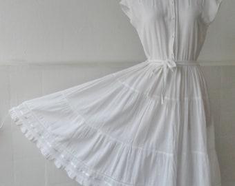 White Vintage Cotton Dress Dress // Belted // Elinette Design // Size 40 // Made In Denmark