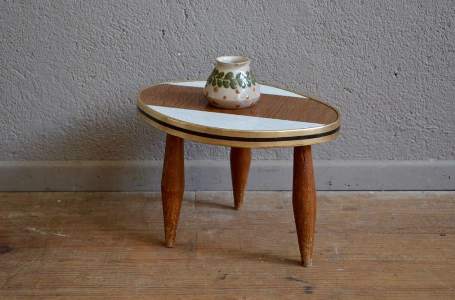 tisch stativ vintage sockel kompass von latelierbellelurette. Black Bedroom Furniture Sets. Home Design Ideas