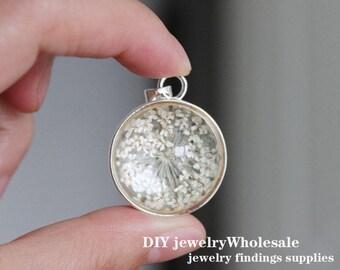 2pcs  handmade White dried flowers glass cabochon  pendant Charms
