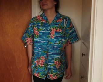 Vintage HAWAIIAN print button up collared shirt