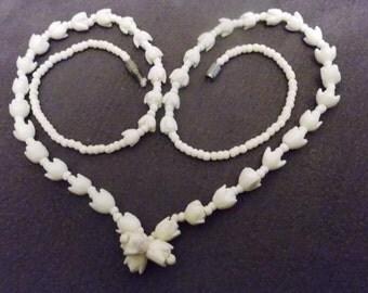 former necklace 50/60s carved vintage necklace