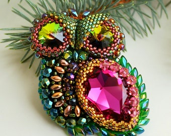 Bead embroidered brooch/pendant Owl, handmade beaded brooch, Swarovski crystals jewelry, beaded pendant, beaded Owl blue green, seed beads