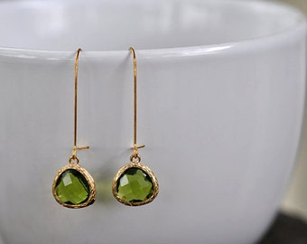 Peridot Green Glass With Kidney Wire Earring, Peridot Green bridesmaid earrings.bridesmaids jewelry. Wedding jewelry. Bridal earrings.