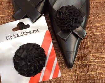 Clips flowers black satin shoes