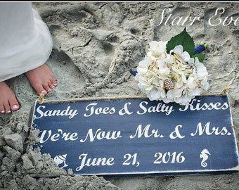 Sandy toes and salty kisses sign. Wedding sign. Beach wedding sign. Beach sign. Mr and Mrs sign. Rustic wedding sign. Destination wedding