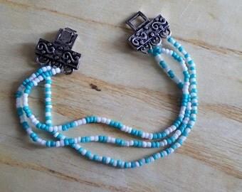 1 bracelet, 2 colors, 3 designs