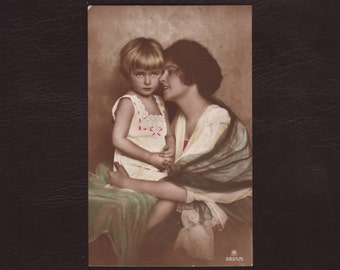 Mother and child - Daughter, woman, lady, mother's day, hand tinted vintage German postcard, antique greeting card - 1922 (C1-18)