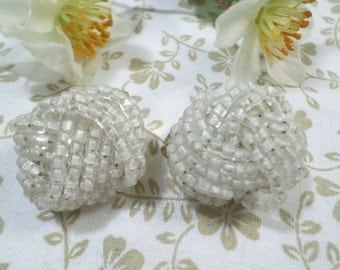 Beautiful Vintage Gold Tone White Glass Beaded Cluster Clip On Earrings DL# 8116