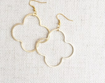 Quatrefoil Earrings Gold Hoops/ Fall Fashion / Style + Trend / Simple Gold Earrings / Boutique Jewelry / Minimalist / Glitz & Glam / Sparkle