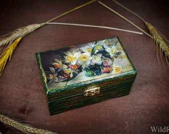 Box for jewelry in the technique of decoupage handmade daffodils