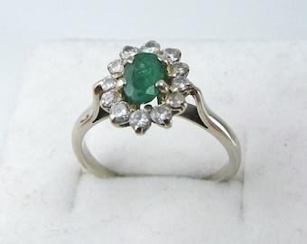 Superb Vintage 18K Carat White Gold Emerald Diamond Daisy Ring.