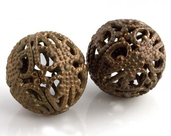 Vintage brass filigree bead with a natural aged patina 17mm 2 pcs. b18-0335(e)