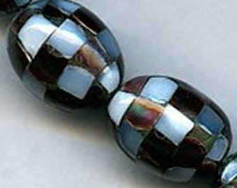 Inlaid mother of pearl checker ovals, 17x12mm, pkg of 2. b15-mop107(e)
