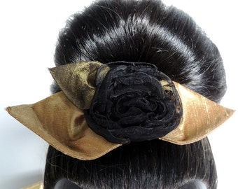 Comb with a black fabric flower – silk and organza