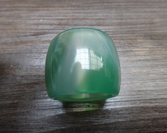 21.2 mm Natural green agate pull that (US Ring Size: 11  3/4)