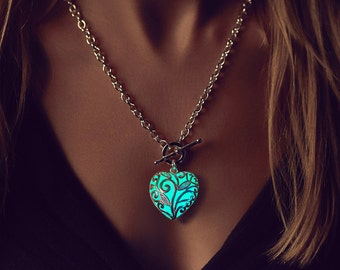Aqua Glowing Heart Necklace - Gift Women - Wife Gift - Anniversary Gifts for Women - Gift for Her - Summer Party - Long Pendant - Turquoise