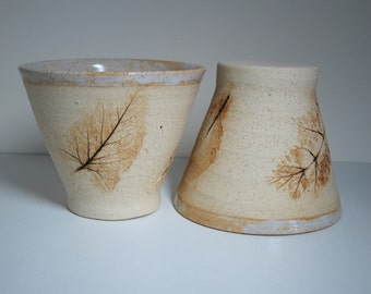 Set of 2 mugs stoneware with prints of leaves