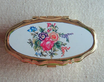 Vintage Gold Tone Compact Sewing Kit