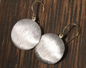 Hand texture disk earrings, Sterling Disc earrings, Silver disc earrings, Round earring, Modern earrings,
