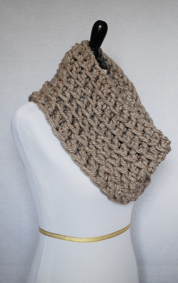 Brown Crochet Scarf, Taupe Crochet Cowl, Chunky Shoulder Wrap, Tan Neck Warmer, Beige Infinity Scarf, Wrap Scarf, Chunky Infinity Scarf