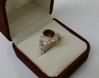 Designer ring Öz Özcan Silver 925 with Garnet stone SR690