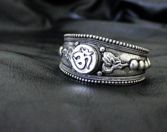 Nepali Bangle - Buddhism - Nepal - Original - Ethnic - Boho - Chic - Gypsy - Tribal - Ohm - Design - Festivals -