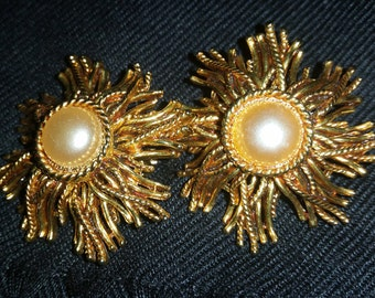 Vintage Pearl With Gold Starburst Clip On Earrings - Great Condition!