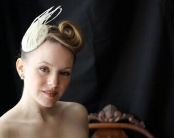 Headdress of feathers