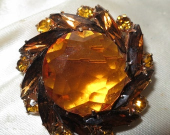 Lovely vintage 1950s goldtone amber topaz glass brooch