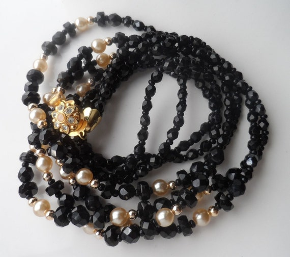 Lovely vintage 1960s fx pearl and  black glass necklace