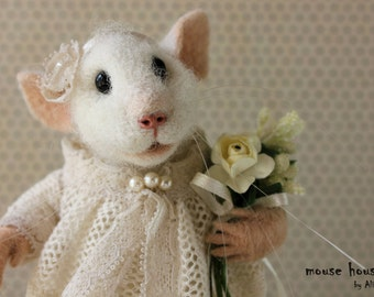 Felted Mouse, OOAK, Cutie Mouse, White Mouse, Soft Sculpture, Dressed Mouse, Needle Felted Animal, Cute Felt, Eco Toy, Art Doll.