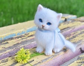 Needle felted White Cat - Custom pet portrait - Felt animals - kitten - Soft Kitty toys - Needle Felting - Wool toy miniature -MADE TO ORDER