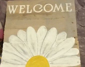 pallet flower welcome sign
