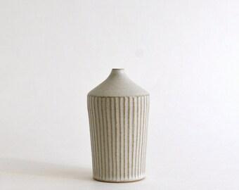 Shinogi Flower Vase (03/ White) / Koji Kitaoka (15005752-03W)
