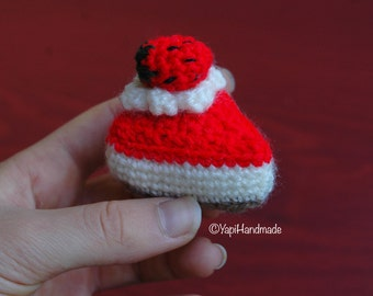 Crocheted mini cakes