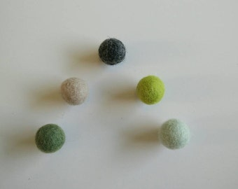Magnets in felted wool ball - assorted colors