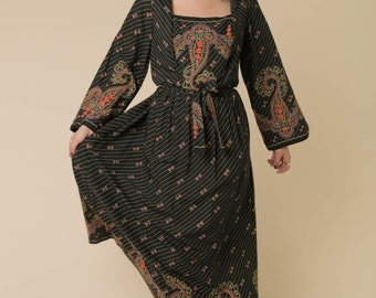 Seventies Boho Dress // Paisley Printed Black Dress // Box Neck // Kaftan Style // Kimono Style Dress // Tied Waist Festival Dress