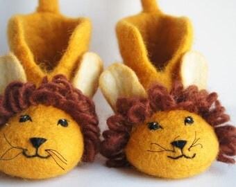 100% Wool kids Animal Slippers, Kids Shoes, Animal Slippers, Children shoes, Lion slippers, Handmade Shoes, Hand Felted Baby Shoes