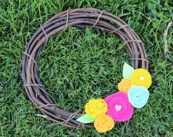 Felt Flower Wreath, Grapevine Wreath, Summer Wreath, Spring Wreath, Neutral Wreath