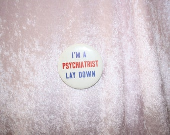 im a psychiatrist lay down funny 70's pin back button