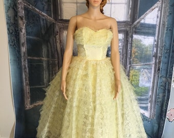 Beautiful 50's lace prom formal dress gown