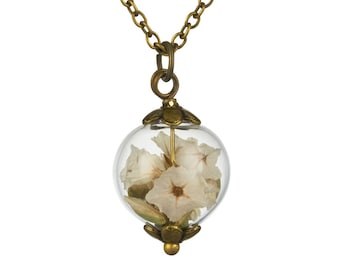 Small white wild flower necklace