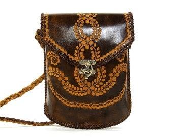 80s Tooled Leather Purse / Vintage 1980s Tooled Brown Leather Mexican Shoulder Bag / Hippie Boho Bohemian Southwest Ethnic Folk Bag