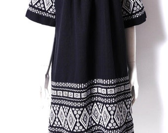 Vintage Embroidered Mexican Dress // Black Canvas // Knee Length // S/M //107