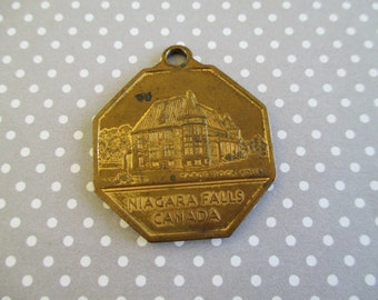 SALE Vintage Niagara Falls / Horseshoe Falls Souvenir Key Fob